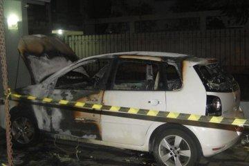 Candidato a prefeito é atacado a tiros e tem carro queimado