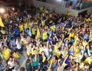 Romero participa de caminhada e comício relâmpago no Acácio Figueiredo