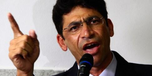Vereadores de Santa Rita apreciam nesta terça pedido de afastamento de Netinho