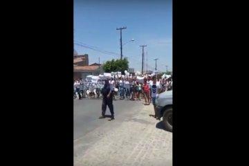 Veja vídeo! População de Pocinhos realiza protesto e denuncia erros das eleições municipais