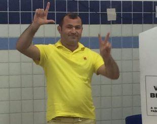 """""""PISTOLEIRO"""" ELEITO: Algemado e escoltado para votar ele foi ovacionado pelos eleitores em Catolé do Rocha"""