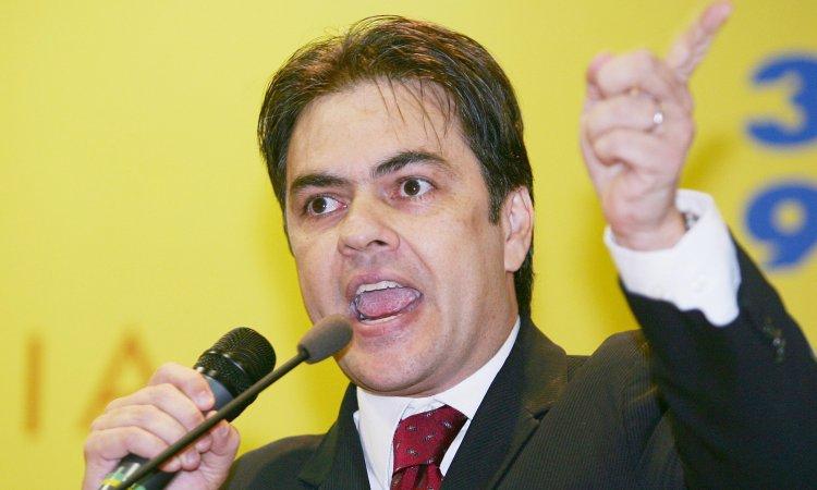 """Cássio ironiza críticas de RC: """"Quis aparecer mais que o candidato"""""""